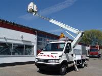 szkolenie na zwyżki warszawa - pojazd z operatorem w czasie pracy